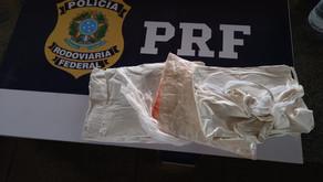Passageira de ônibus amarra cocaína para simular barriga e é presa pela PRF, em Morrinhos (GO)