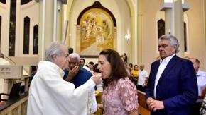 """""""A esperança será a força para reconstruírmos Goiás"""", afirma Caiado em missa em Ação de Graças"""