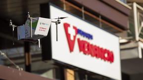 """(Curiosidades) """"Veja vídeo da entrega"""" -Drogaria faz a 1ª entrega de produto com drone 100"""