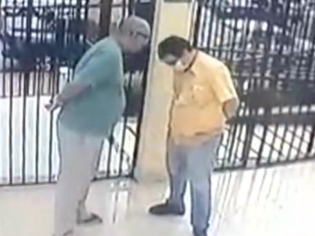 Morador é filmado humilhando zelador de prédio em Goiânia: 'Seu lixo'