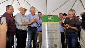 """Em Goiatuba, Caiado entrega pavimentação da GO-319 e garante: """"Não estamos brincando de governar"""""""