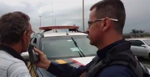 Idoso é flagrado dirigindo ambulância embriagado na BR-153