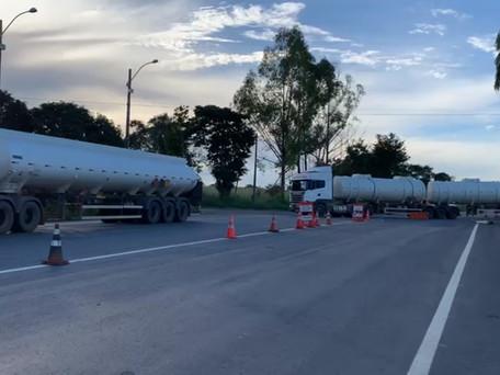 PRF e Secretaria de Economia apreendem carga irregular de combustível avaliada em R$ 400 mil