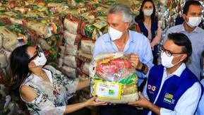 Em Goiânia, Caiado inicia entrega de mais 250 mil cestas básicas a famílias em vulnerabilidade