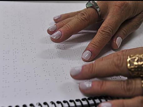 Dia Mundial do Braile chama atenção para inclusão na escrita e leitura
