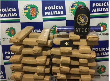 Policiais militares do 2 BPM realizam a prisão em flagrante de 02 (dois) traficantes em Rio Verde
