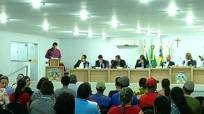 Aumento nos salários da prefeita e de vereadores gera protesto em Ipameri
