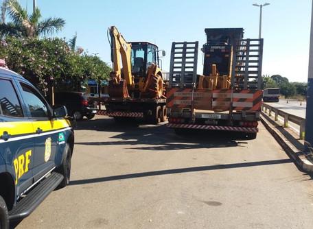 Máquinas de construção civil roubadas em São Paulo são recuperadas na BR 153, em Morrinhos