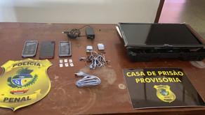Dois advogados são detidos suspeitos de tentar entregar celulares para presos no presídio