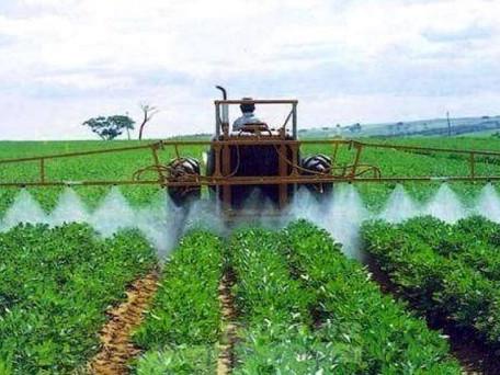 Agrodefesa orienta agricultores para o uso correto dos agrotóxicos