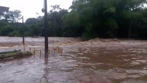 Transbordamento de represa em fazenda prejudicam sistemas de água e de esgoto em Pontalina
