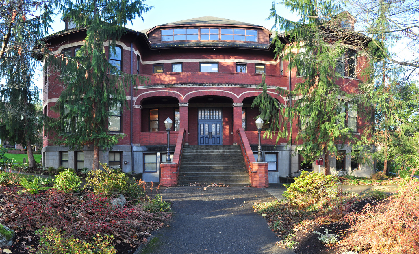 Seattle_Pacific_University_Peterson_Hall