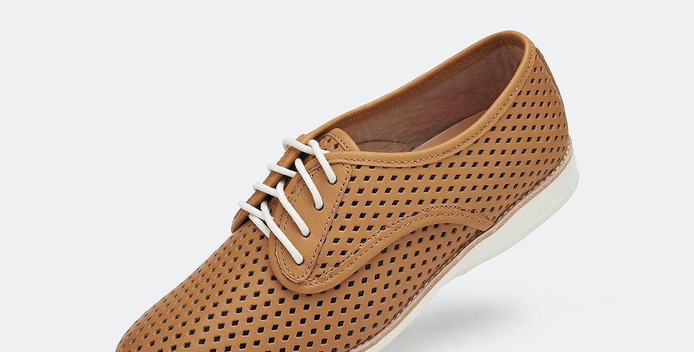 Derby Punch Overlay Tan / Black