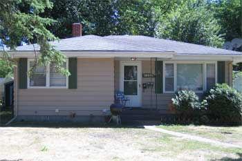 2201 University Ave Main Level Duplex, Grand Forks, ND 58203