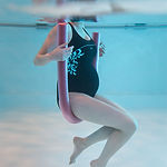 femme enceinte dans l'eau.jpg