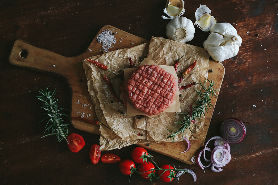 raw-beef-hamburger-patties-with-herbs-sp