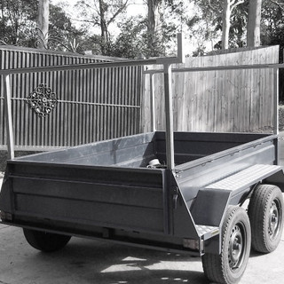 Removable trailer carry racks.