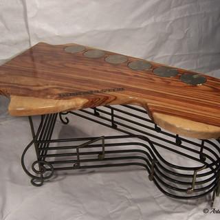 """Guitar hero""coffee table (opposite-aspect)"