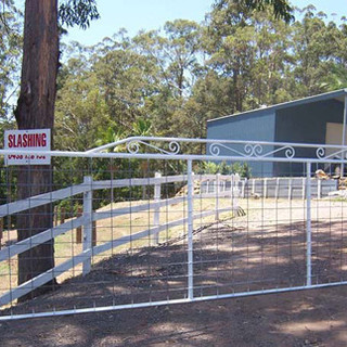 Scrolled  farm entrance gate extended to 5.5 metres wide.