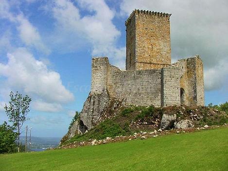 Castelo de Andrade, a 3km de Alvarlla.