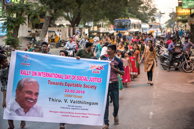 SAMUGAM se bat pour faire respecter les droits de ses enfants et leur faire une place dans la société indienne réticente.