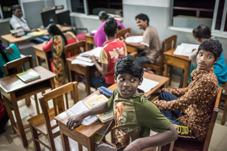 Dineshraj et Chandru entendent bien passer leur baccalauréat. JALY HOME leur offre aussi un cadre bienveillant pour étudier.