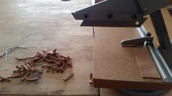 Découpe de cuir à la guillotine