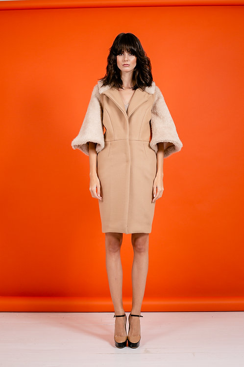 Manteau de laine à manches papillons