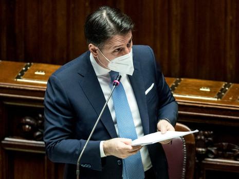 Cos'ha detto Giuseppe Conte in Parlamento? Analisi del discorso e differenze tra Camera e Senato.