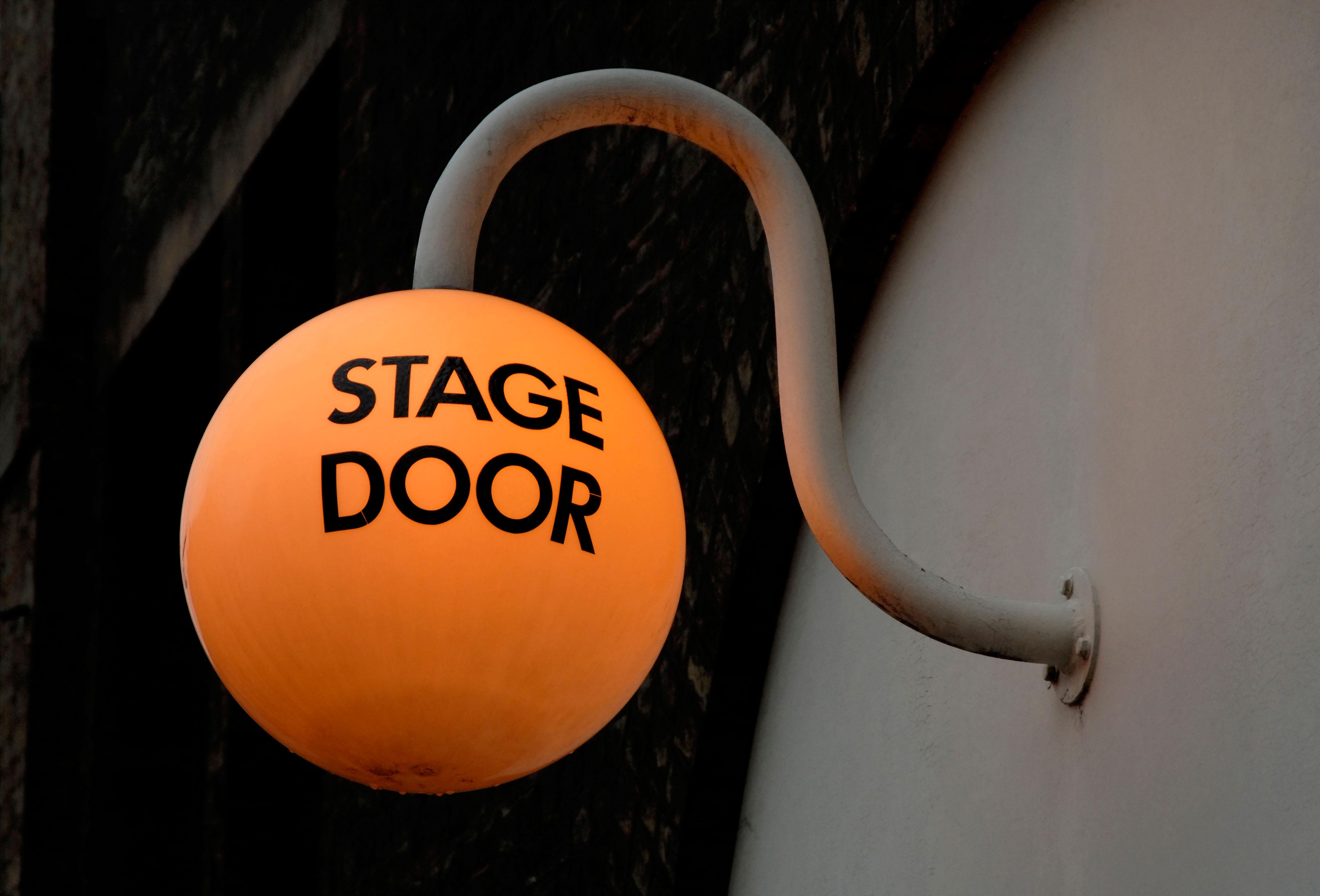 stage door AY56RH