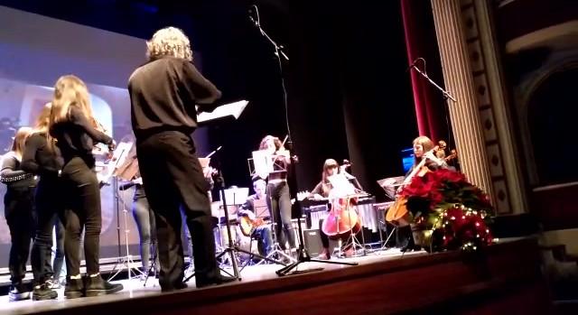 "Orquestra de Corda ""Come Together"".MP4"