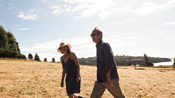 Britt y Sandra en el monte.jpg