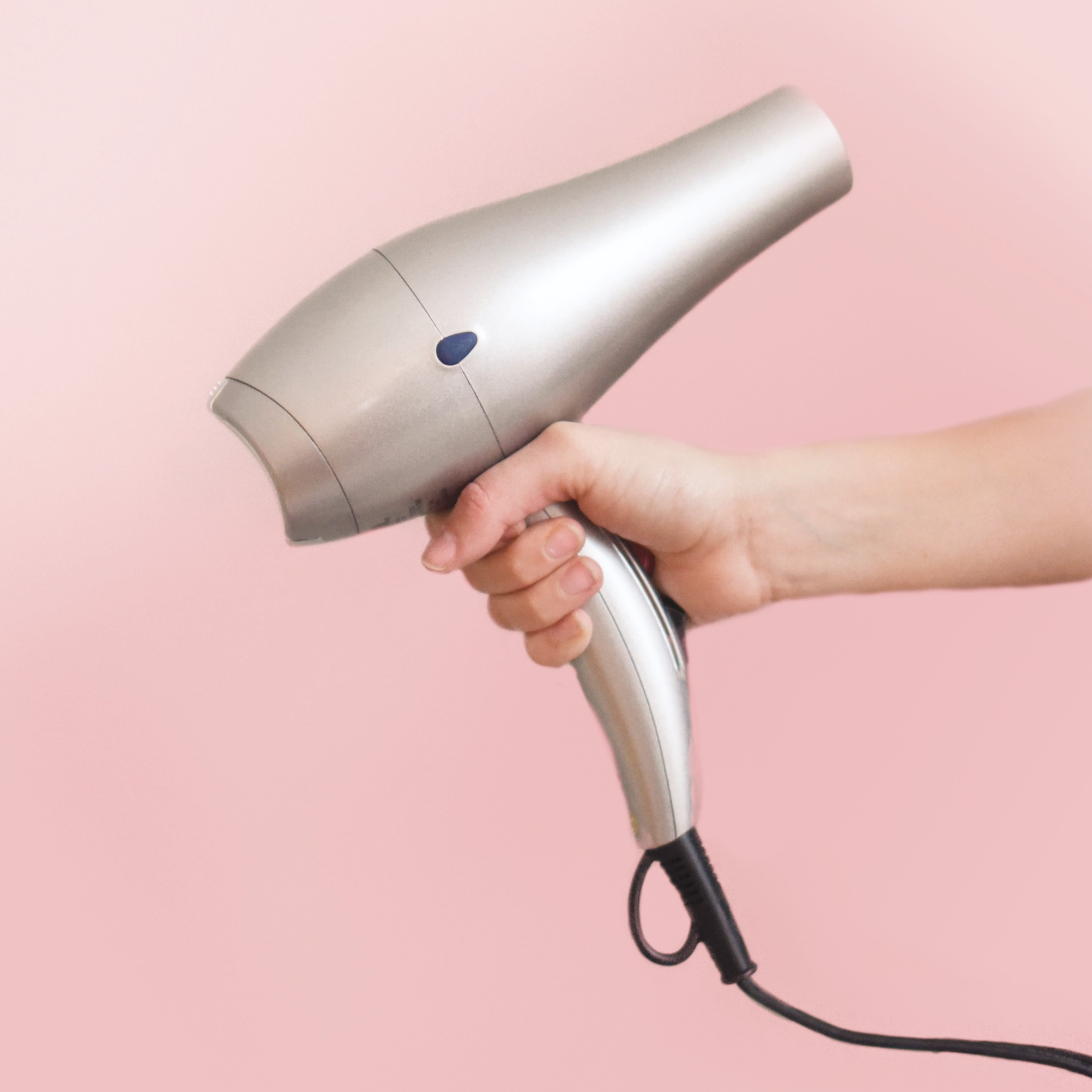 blow-dryer-cosmetic-hair-dryer-973406_ed