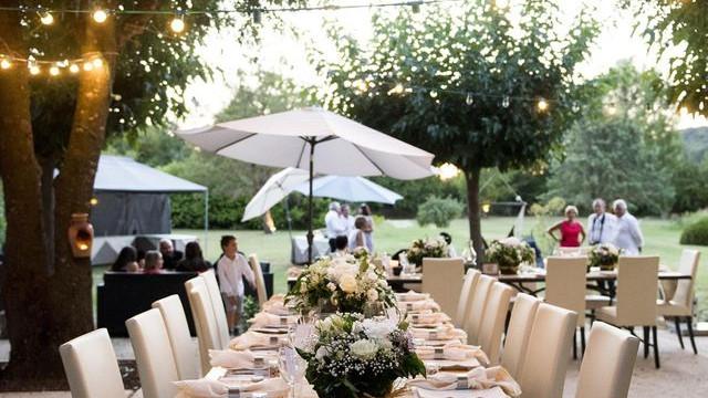 table-mariage-aubergegardoise.jpg