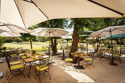 extérieur-restaurant-terrasse.jpg