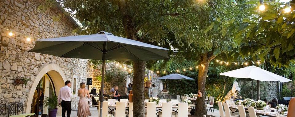 terrasse-mariage-auberge-gardoise.jpg