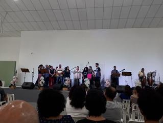Família Barboza e igreja comemoram batismo de Amanda