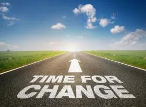 Tradução: É a hora da mudança.
