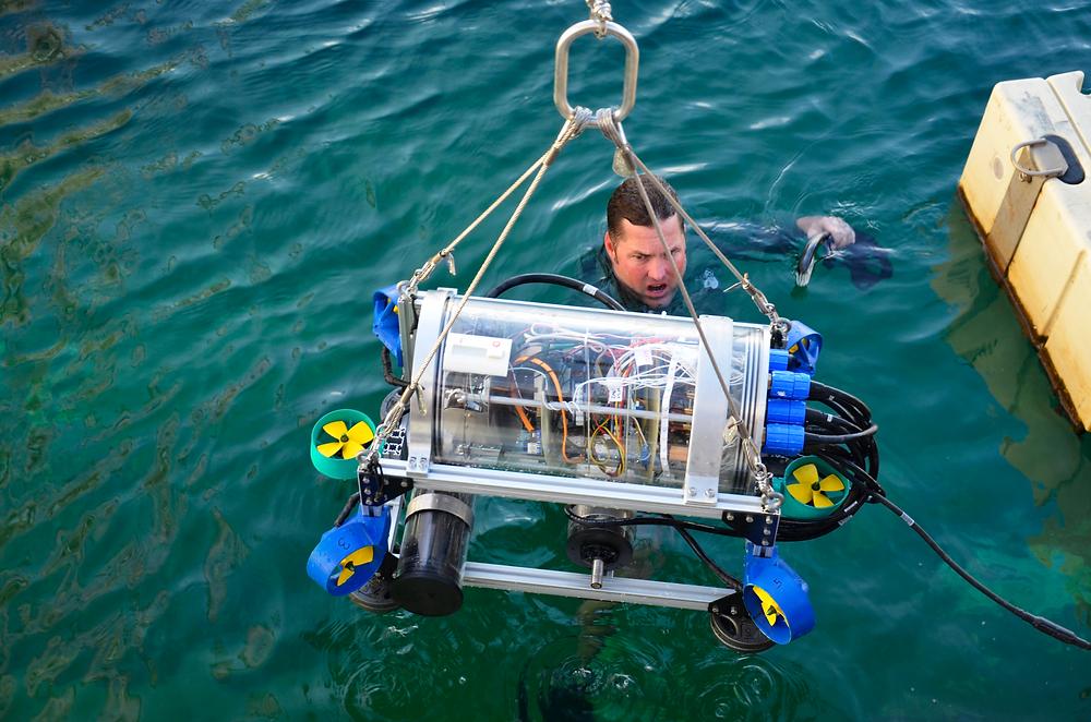 Robo submarino autonomo (AUV) da UFRJ Nautilus na competição de 2018 da RoboSub