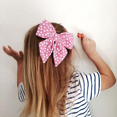 Frau Rosmarin Haarschleife Musselin rosa mit Punkten