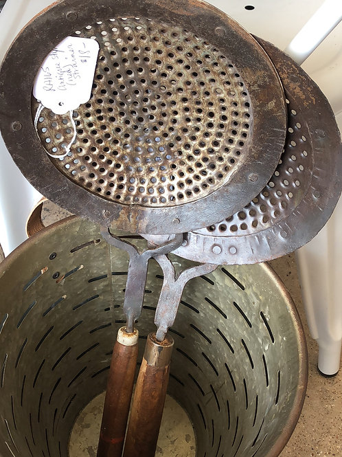 Antique style strainer