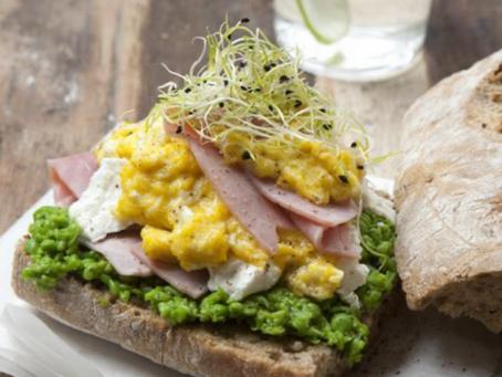 Sandwich complet à la tapenade de petits pois