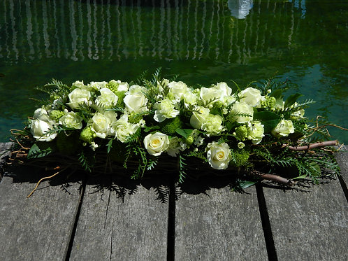 nr. 12 grafstuk witte rozen en anjers
