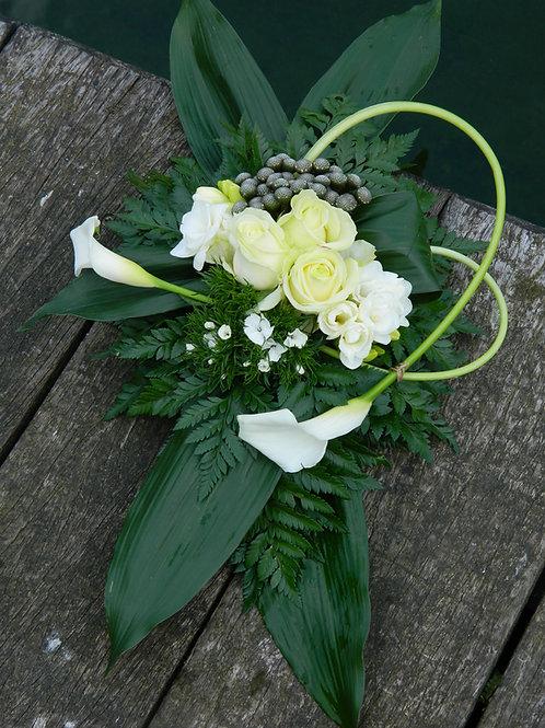 nr. 9 grafstuk witte rozen+calla