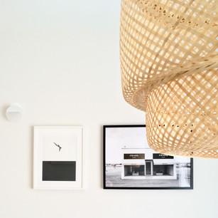 מנורת קש כמרכז הסלון