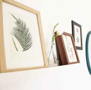 מראה מדף ותמונות לסלון