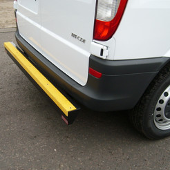 Rear protection bumper