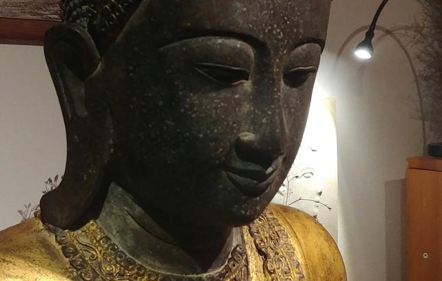 Будда в зале Востока