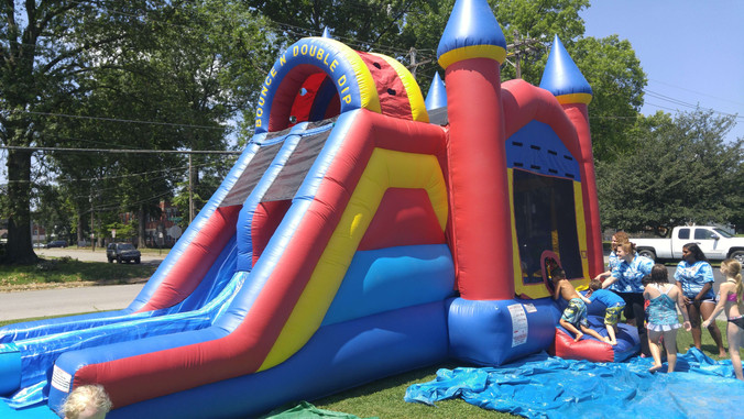 Water slide and bouncing house all in one