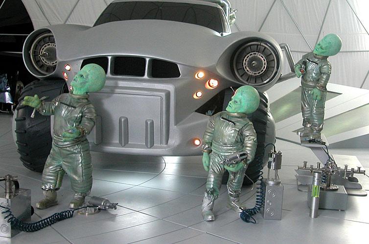 Dodge aliens